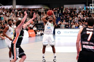 "Point Guard Josph ""JoJo"" Cooper (4, WWU Baskets Münster), Topscorer mit 24 Punkten, in der Partie der BARMER 2. Basketball Bundesliga ProB bei einem 2-Punkte-Wurf. Endstand WWU Baskets – Itzehoe Eagles 77:79 - (Foto: Markus Holtrichter)"