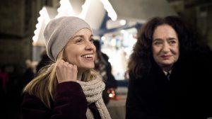 """Im neuen Münster-Tatort """"Väterchen Frost"""" hat Thiels Assistentin Nadeshda Krusenstern (Friederike Kempter, li) nicht mehr viel zu lachen: Sie wird kurz vor Heilig Abend entführt. (Foto: WDR/Martin Valentin Menke)"""