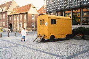 """Der Film """"Die Skulptur geht in die Stadt"""" begleitet die Entwicklung der Skulptur Projekte 1987. (Foto: WDR)"""