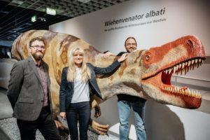 Das Modell des Wiehenvenator albati befindet sich nun am Anfang der Dino-Ausstellung. Es soll zu einem späteren Zeitpunkt auf den Museumsvorplatz ziehen. (Foto: LWL/Steinweg)