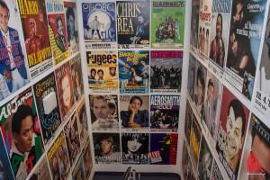 Sonst nicht öffentlich: Erinnerungen an ganz unterschiedliche Konzerte seit den 70er Jahren im Regie-Flur. (Foto: th)