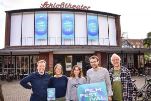 Ein Teil des Teams, das das Filmfestival Münster organisiert: Carsten Happe, Regina Wegmann, Marina Romic, Daniel Huhn und Jens Schneiderheinze. (Foto: von Paul Sattler)