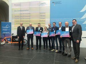 Die Preisverleihung an die Zweitbesten beim Fahrradklima-Test in Berlin. (Foto: ADFC Münsterland)