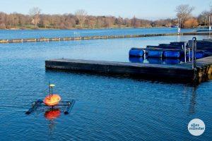 """Der Messkatamaran """"RiverBoat"""" ist wieder auf dem Aasee unterwegs. (Archivbild: Michael Bührke)"""