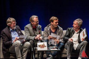 Bei Gastgeber Adam Riese (2.v.l.) auf dem Talksofa (v.l.): Prof. Eckhard Freise, Leon Windscheid und Werner Schulze Erdel. (Foto: sg)