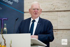 Friedhelm Ost berichtete während der Ausstellungseröffnung über seine Erlebnisse mit Helmut Kohl im Umfeld der Wiedervereinigung (Foto: Bührke)