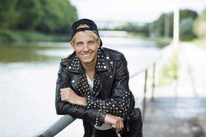 Axel Fischer kommt zur Kegelparty. (Foto: Nadine Dilly)