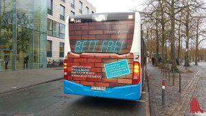 Sogar auf Bussen werben die Organisatoren für ihre Kampagne. (Foto: mb)