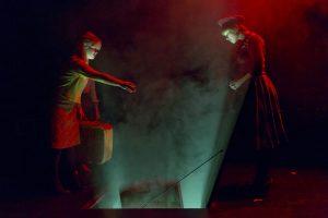 Die Geister der toten Wiesgard-Schwestern steigen in den geheimnisvollen Keller hinab. (Foto: Ralf Emmerich)