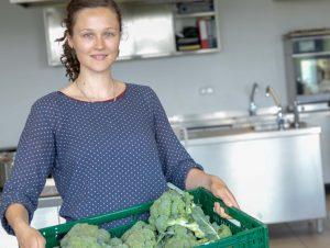 Lea Radtke engagiert sich gegen die Verschwendung von Lebensmitteln. Die Studentin der FH Münster steht kurz vor ihrem Abschluss in Oecotrophologie. (Foto: FH Münster/Dzemila Muratovic)
