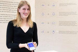 """Ihre App präsentierte Leonie Schäffer auf der Abschlussausstellung """"Parcours"""" – das Interesse war groß. (Foto: FH Münster/Anne Holtkötter)"""