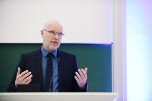 Prof. Dr. Bernd Boiting ist Experte für Raumluft- und Kältetechnik. In Sachen Klimaanlagen sieht er beim richtigen Betrieb und geltenden deutschen Standards keine Gefahr für eine vermehrte Verbreitung des Coronavirus durch Vollklimaanlagen. (Foto: FH Münster/Maxi Krähling)