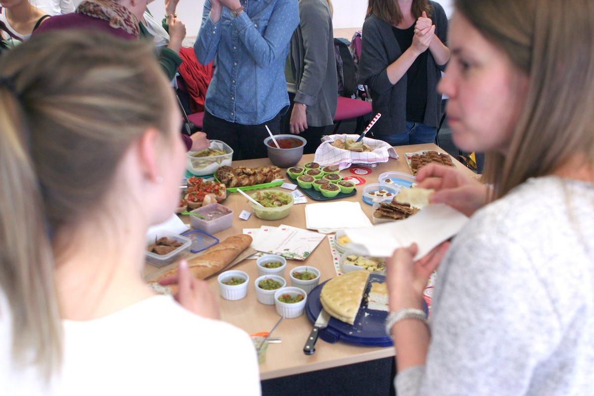 Aktive des Netzwerks Slow Food Youth in Münster, von denen einige an der FH Münster studieren, organisieren das Food Filmfestival, das am 24. und 25. Oktober am Hawerkamp läuft. (Foto: FH Münster)