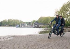 Das Fahrradlicht verfügt über einen USB-Port, über den sich das Smartphone aufladen lässt. (Foto: FH Münster/Pressestelle)