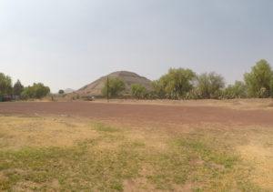 Die Pyramide del Sol ist eine der Haupttouristenattraktionen. Normalerweise darf man raufklettern. Wegen des Coronavirus ist sie aber abgeriegelt, und näher kommt man nicht ran. (Foto: Daniel Schaschek)