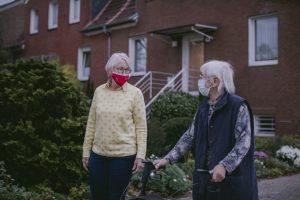 Beim Johanniter-Besuchsdienst geht es darum, stabile Bindungen aufzubauen und gesellschaftliche Teilhabe älterer Menschen zu fördern. (Foto: Johanniter)