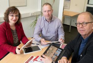 An der FH Münster haben Prof. Dr. Nadin Dütthorn, Sebastian Schünemann (Mitte) und Prof. Dr. Bernward Hoffmann an der Entwicklung des Spiels mitgearbeitet. (Foto: FH Münster/Katharina Kipp)