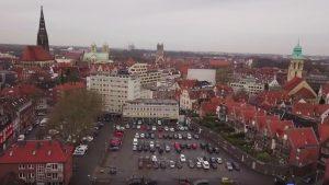 Auf dem Areal des Hörsterparkplatzes könnte ein Kultur- und Bildungsforum mit einer Musikhalle entstehen. (Foto: Screenshot / WOW-Film)
