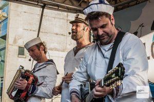 Die Blosewinds live (v.l.): Marcel Langenohl, Guido Kolk und Detlef Sult bei einem Auftritt auf dem Hafenfest. (Archivbild: Stephan Günther)