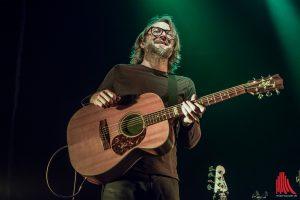 Gitarrist Thorsten Sala ist schon lange mit Bosse unterwegs. (Foto: sg)