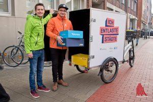 Das Lastenrad transportiert Pakete aller Paketdienste. (Foto: Michael Bührke)