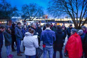 Zum Auftakt des Treffens unternahmen die Anwohnerinnen und Anwohner einen Rundgang über den Bremer Platz. (Foto: Presseamt Münster)