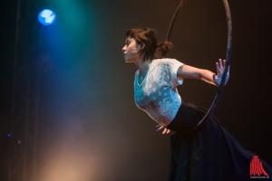 Grazil und kraftvoll begeisterte Erika Nguyen am Trapez. (Foto: sg)
