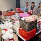 Überwältigt von der Menge an Geschenken waren (v. l.) Andrea Frye, Reinhild Everding und Sonja Buske vom Clemenshospital.