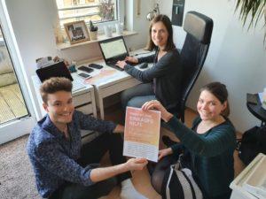 """Laptop und Smartphone sind die einzigen Arbeitsmittel der frisch gegründeten Studierenden-Initiative """"Einkaufshilfe Münster"""" (Foto: privat)"""