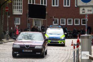 Eindeutig Ekkis Alfa Romeo, der vor dem Antiquariat von der Polizei verfolgt wird. Das Foto entstand in dieser Woche am Rande der Dreharbeiten.(Foto: Carmen Harms)