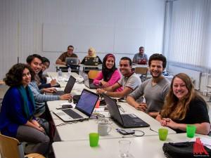 Auch nach knapp 2 Wochen harter Arbeit noch bester Laune: Carina Schmid (re.) und die Teilnehmer des diesjährigen DPC&S. (Foto: ar)