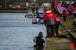Taucher der Polizei suchten im Kanal nach dem Vermissten. (Foto: th)