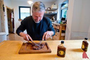 Das Steak ist auf den Punkt gegrillt und der Rub duftet aromatisch. (Foto: mb)