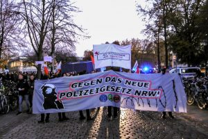 """Das """"Münsteraner Aktionsbündnis gegen das Polizeigesetz"""" hatte zum Protest gegen das neue Polizeigesetz aufgerufen. (Foto: Rythm of Resistance Münster)"""