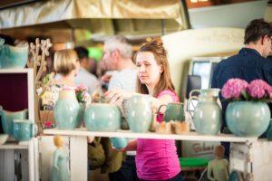 """Beim Design Gipfel präsentieren sich in der Mensa am Ring auch viele Aussteller aus Münster, wie die junge Keramikwerkstatt """"Tonstudio"""" (Foto: Design Gipfel)"""