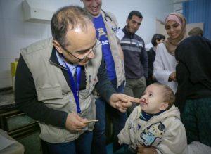 Der Münsteraner Chirurg Dr. Ayad (li.) während seines Einsatzes in Gaza (Foto: Palestine Children's Relief Fund)