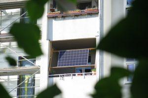 """Seit einigen Monaten ist es prinzipiell möglich, mit einem eigenen""""Balkonkraftwerk"""" Strom zu erzeugen. (Foto: MachDeinenStrom.de)"""