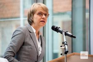 Regierungspräsidentin Dorothee Feller begrüßte die Gäste im Foyer der Bezirksregierung. (Foto: Michael Bührke)