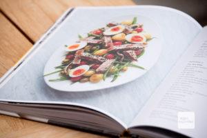 Schön bebildert, allerdings wird nicht jedes Gericht abgebildet, was etwas schade ist (Foto: Michael Bührke)