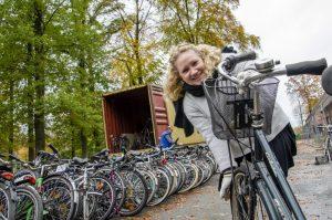 Die gespendeten Fahrräder wurden möglichst platzsparend montiert, damit ca. 400 Fahrräder in den Container passen. (Foto: interface medien)