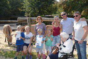Die Familienbande Klimke bei der Taufe der Wildpferdefohlen. (Foto: Allwetterzoo)