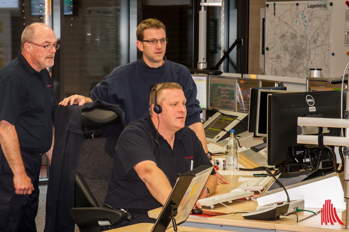 Wenn über die 112 ein Notruf in der Leitstelle am York-Ring eingeht, helfen die Mitarbeiter der Feuerwehr Münster weiter. (Foto: sg)