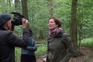 Filmset coronakonform: Mutterseelenallein im Wald. (Foto: Ingrid Hagenheinrich)