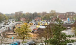 """Zwischen dem jetzigen Medizin-Campus und der """"Mensa am Ring"""" erstreckt sich der künftige """"Forschungscampus Ost"""". Die vorbereitenden Maßnahmen für seine Errichtung sind angelaufen (Foto: FZ / S. Marschalowski)."""
