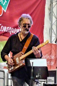 Friedel Geratsch bei einem Auftritt auf dem X-4-tel-Fest. (Archivbild: Marius Münster)