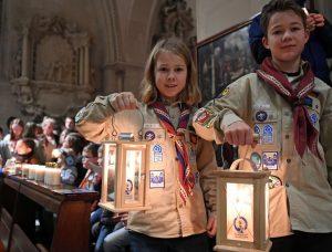 2.200 Pfadfinderinnen und Pfadfinder bereiteten dem Friedenslicht aus Betlehem am 15. Dezember im St. Paulus- Dom in Münster einen großen Empfang. Bild: Christian Schnaubelt / DPSG