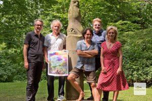 Fritz Schmücker, Wolfram Goldbeck, Thomas Nufer, Dr. Uwe Koch und Frauke Schnell (v.l.) präsentieren das diesjährige Programm der Grünflächenunterhaltung. (Foto: Michael Bührke)
