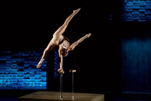 Danielle Saulnier bei der Handstandakrobatik. (Foto: Alexander Dacos)