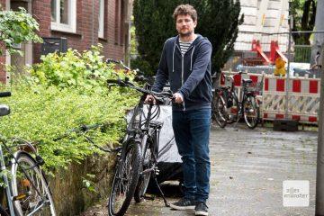Matthias Busch mit seinem wiederbeschafften E-Bike (Foto: Michael Bührke)