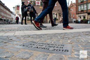 An die Geschehnisse erinnert eine Gedenkplatte am Kiepenkerl. (Foto: Michael Bührke / ALLES MÜNSTER)